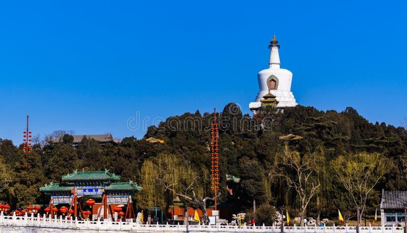 Белая пагода в парке Beihai, Пекине, Китае стоковые фотографии rf
