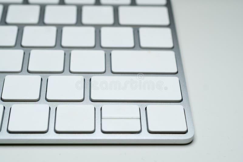 Белая пустая клавиатура компьютера в современном стиле стоковое изображение