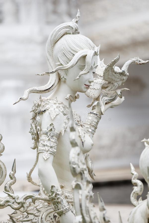 Белая статуя в виске Wat Rong Khun около Chiang Rai стоковое фото