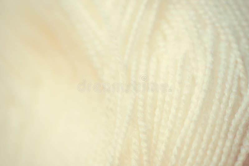 белая съемка конца-вверх пряжи Шерстяные потоки для вязать макрос Текстура предпосылки ткани стоковое фото rf