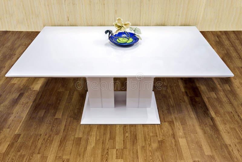 Белая таблица стоковое фото