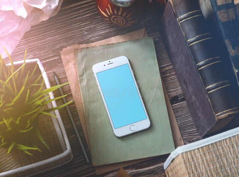 Белая умная насмешка телефона вверх стоковая фотография rf