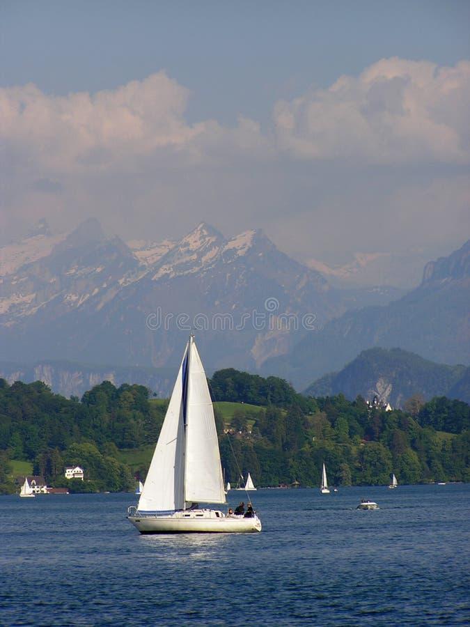 белая яхта стоковые изображения