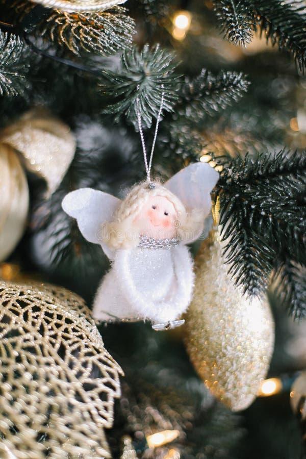 белизна ангела изолированная рождеством деревянное украшений рождества экологическое стоковые изображения