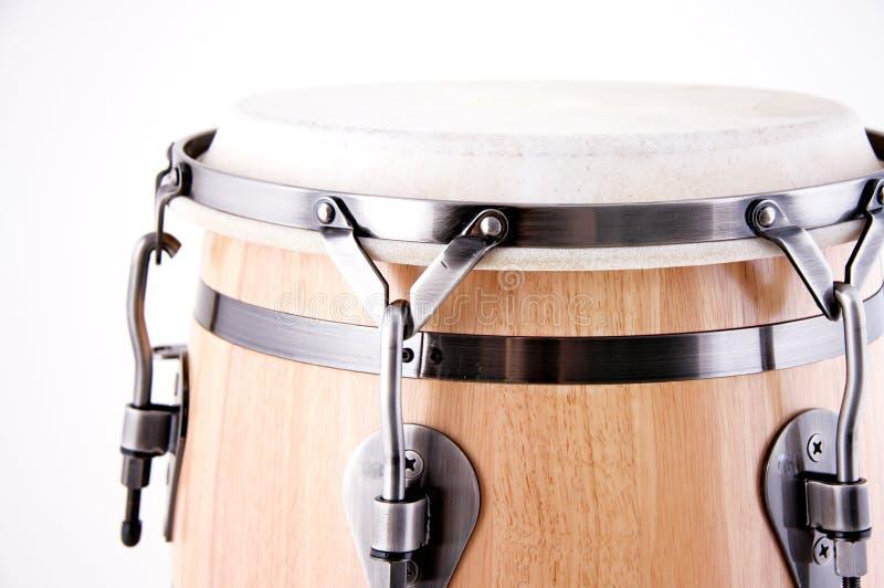 Download белизна барабанчика Conga красная Стоковое Изображение - изображение насчитывающей высоко, ключ: 6857579
