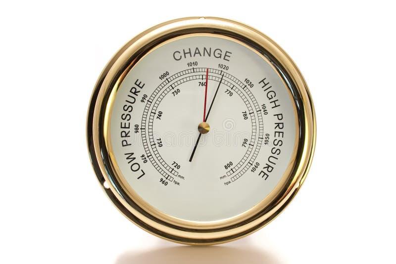 белизна барометра латунной изолированная стороной стоковые фото