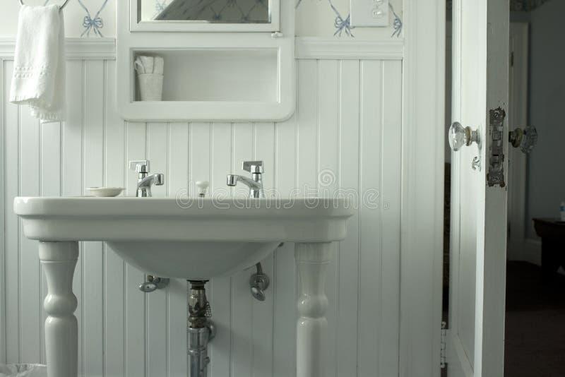белизна ванной комнаты стоковая фотография rf