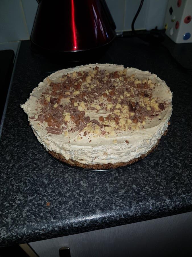 белизна винтовательной доски десерта вишни сыра торта вкусная стоковое изображение