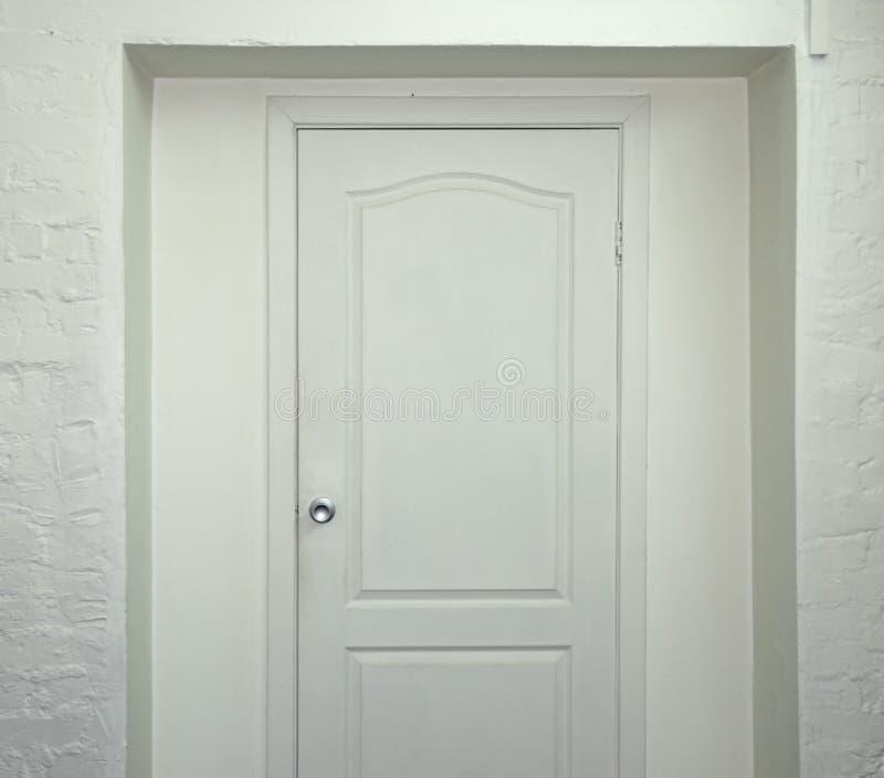 белизна двери стоковое фото