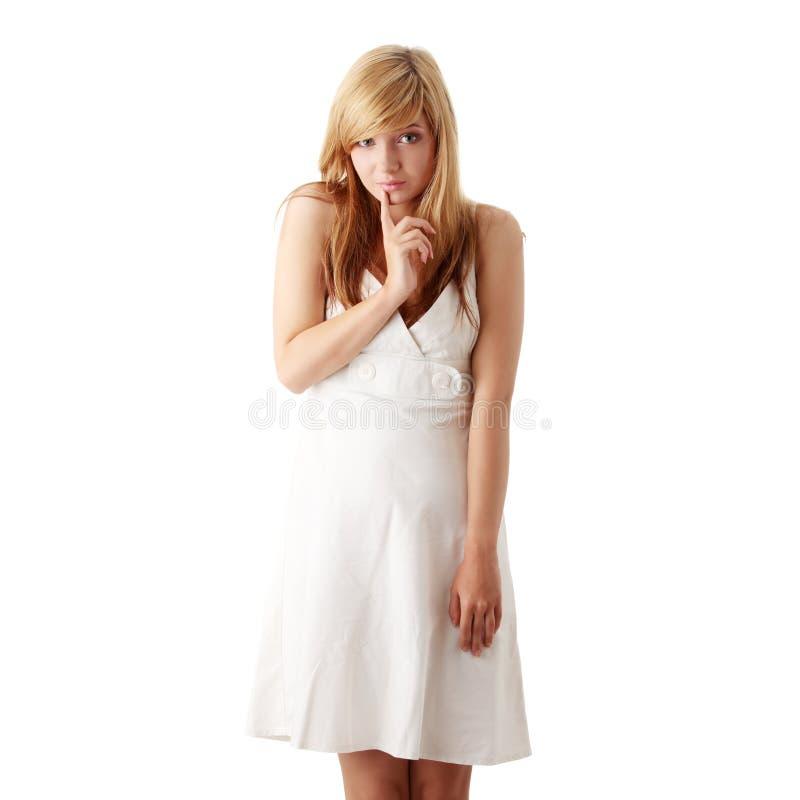 белизна девушки платья предназначенная для подростков стоковое фото