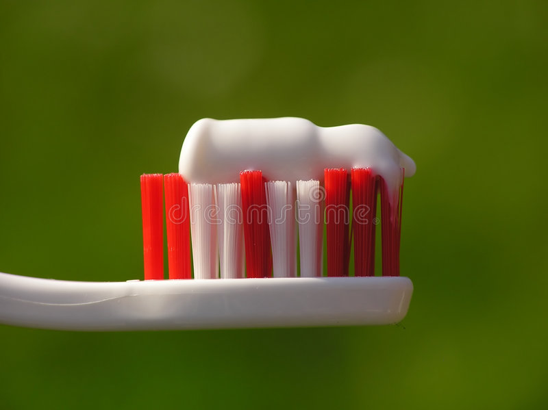 белизна зубной щетки стоковые изображения rf