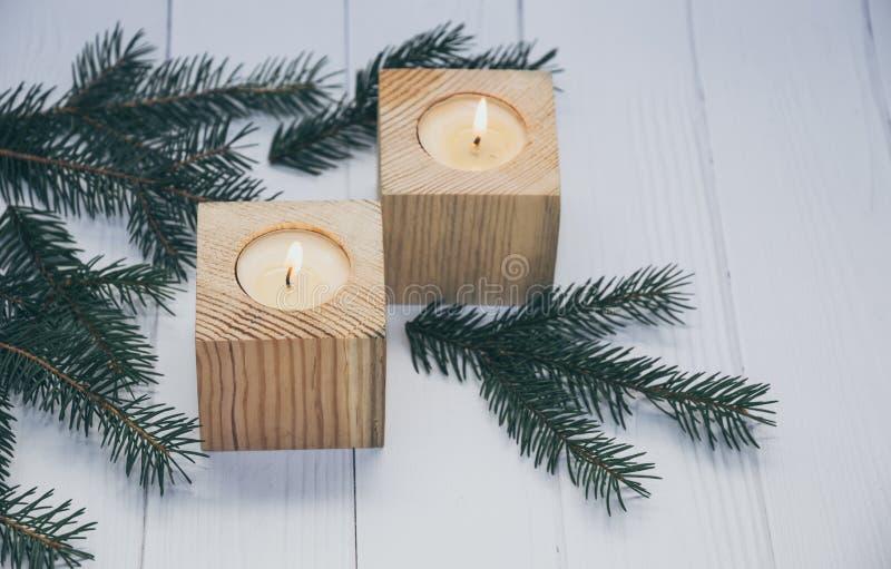 белизна изоляции декора рождества Горящие свечи праздника стоковое изображение rf