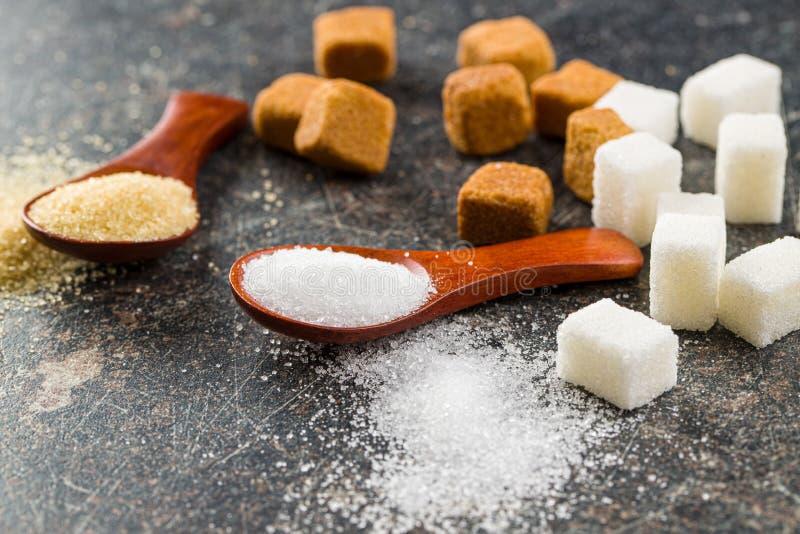 Белизна и желтый сахарный песок стоковое фото