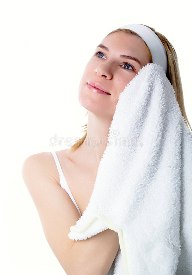 белизна полотенца девушки стоковые фотографии rf