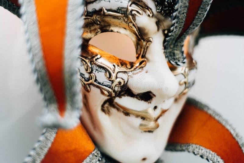 белизна разнообразия украшения предпосылки статьей нутряная малая маска venetian стоковая фотография