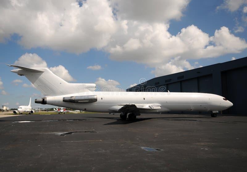 белизна реактивного грузового самолета стоковое изображение