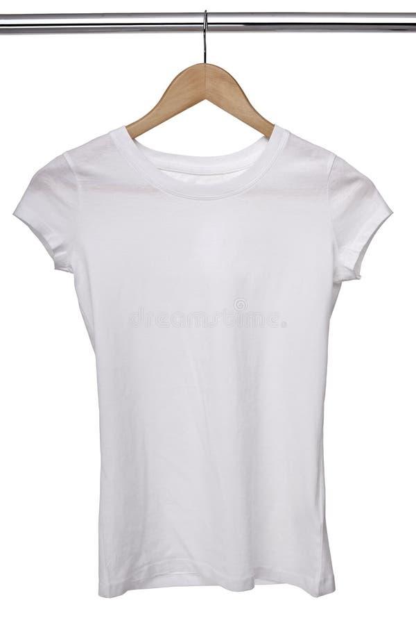 белизна рубашки t вешалки ткани стоковое изображение