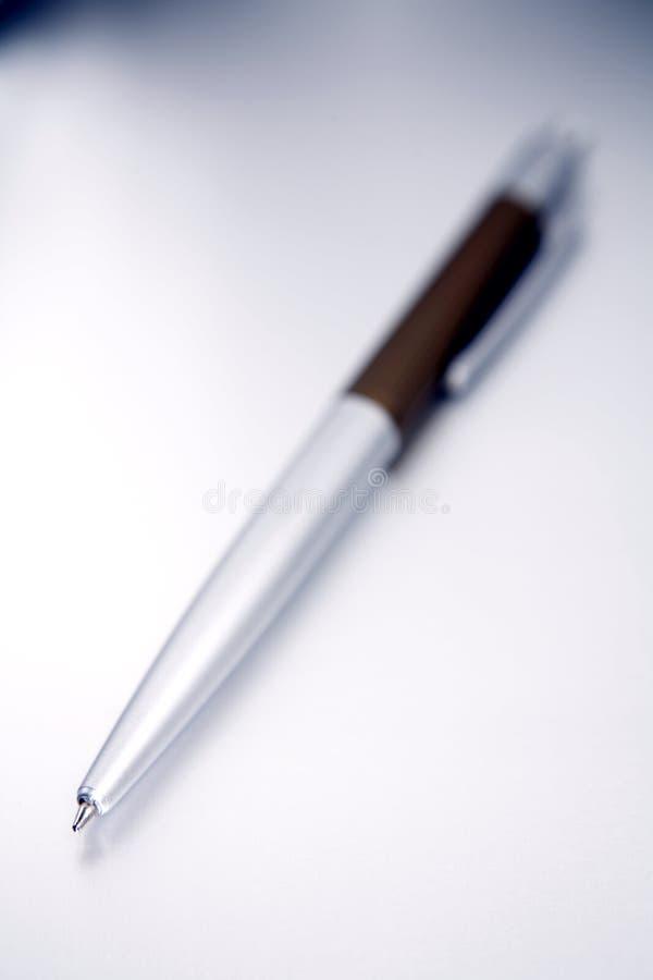 белизна серебра пер предпосылки стоковое фото rf