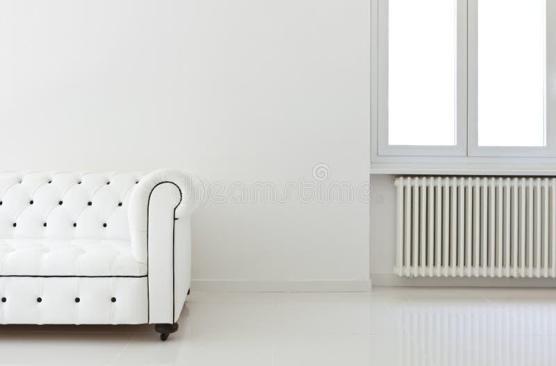белизна софы комнаты детали стоковое изображение rf