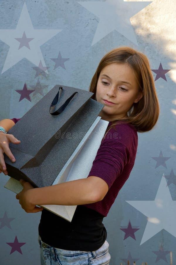 белизна студии съемки покупкы девушки предпосылки стоковая фотография