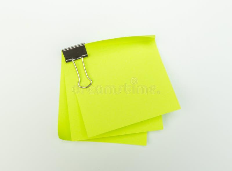 белизна тени бумаги примечания предпосылки изолированная зажимом Изолированный на белой предпосылке с тенью стоковое фото