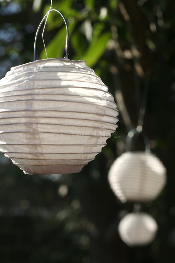 белизна фонариков бумажная малая стоковые изображения