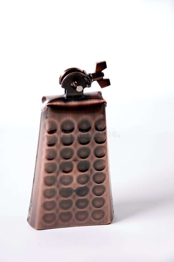 белизна bk бронзовым изолированная cowbell стоковое изображение