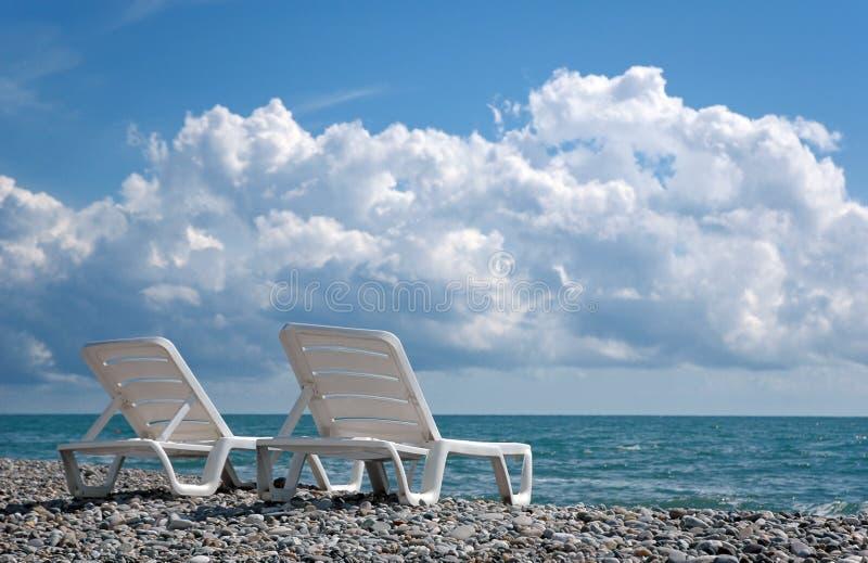белизна deckchair 2 стоковое изображение