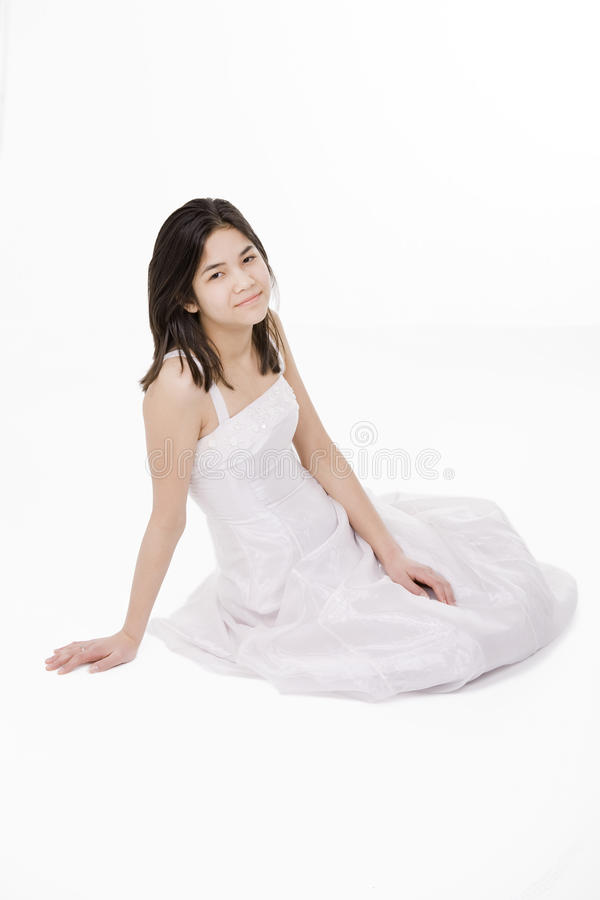 белизна oung девушки платья предназначенная для подростков стоковые фотографии rf