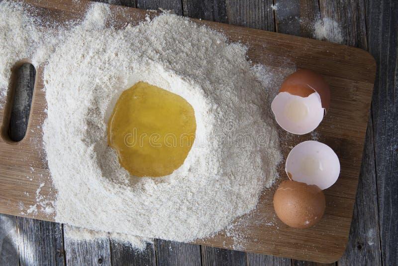 Белизны яйца в муке хорошо стоковое фото rf