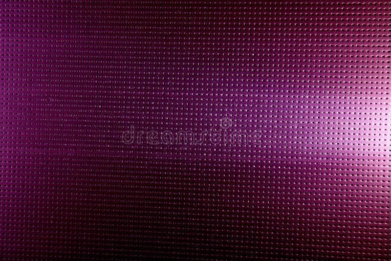 Белое зарево на пурпурной предпосылке в черной точке стоковое фото rf