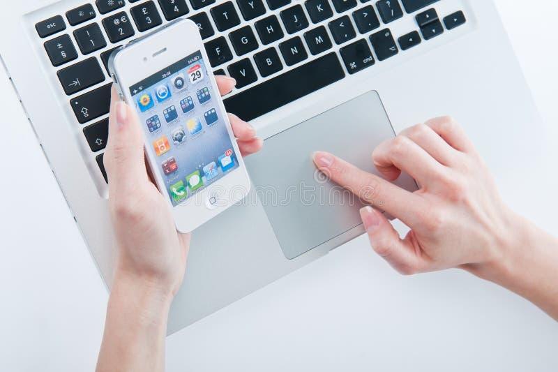 Белое iphone 4 4s стоковая фотография