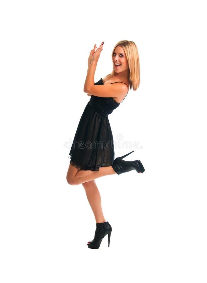 белокурая девушка танцы довольно стоковое фото