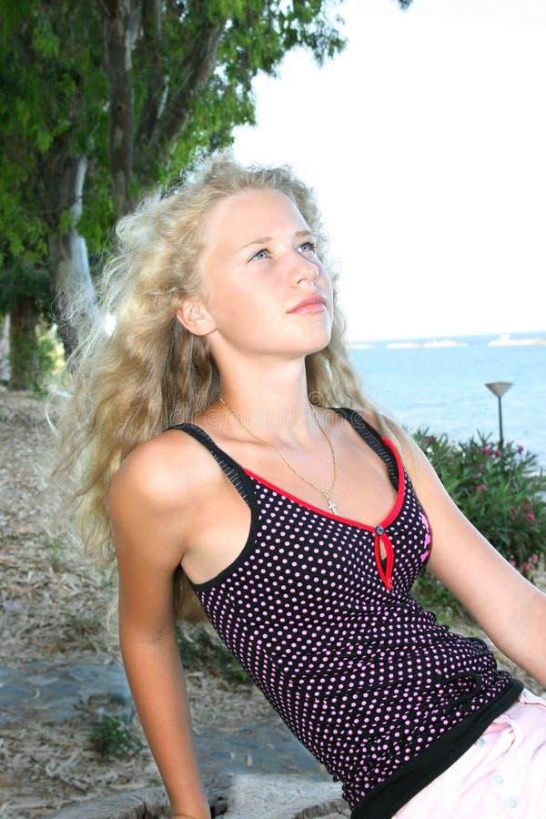 белокурая девушка стоковое фото