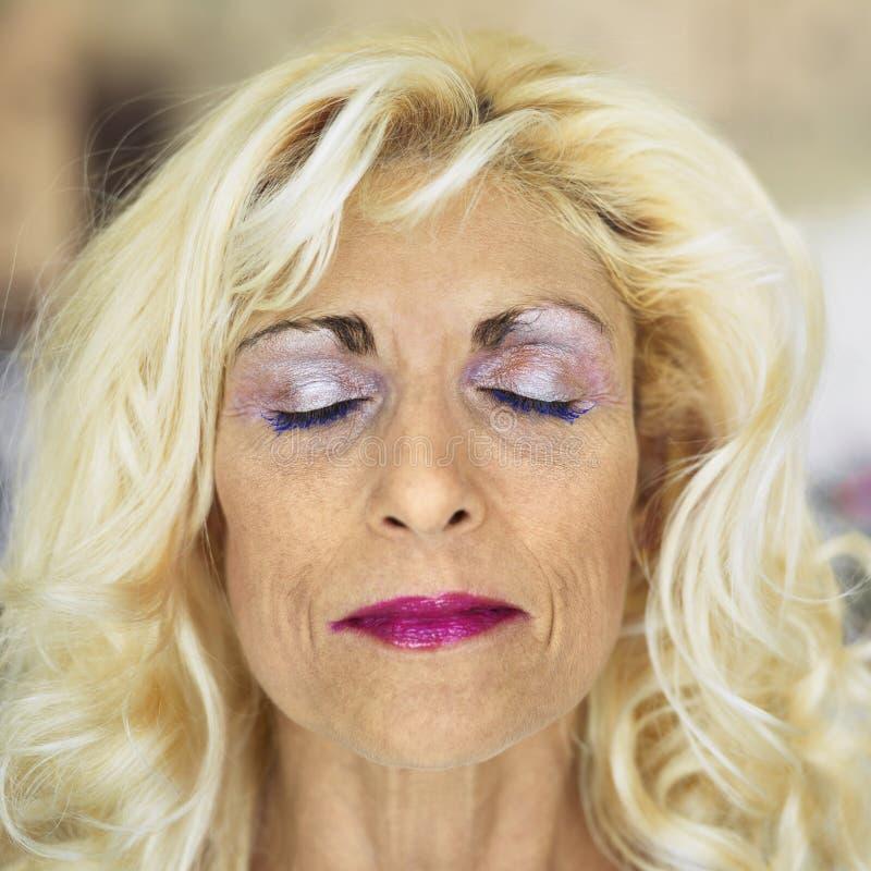 белокурая женщина портрета стоковая фотография rf