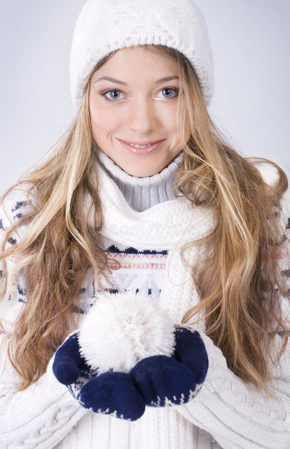 белокурая зима девушки одежды стоковое изображение
