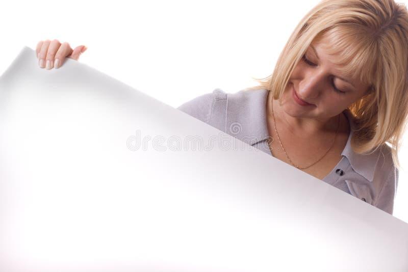 белокурая изолированная женщина бумажного листа белая стоковая фотография rf