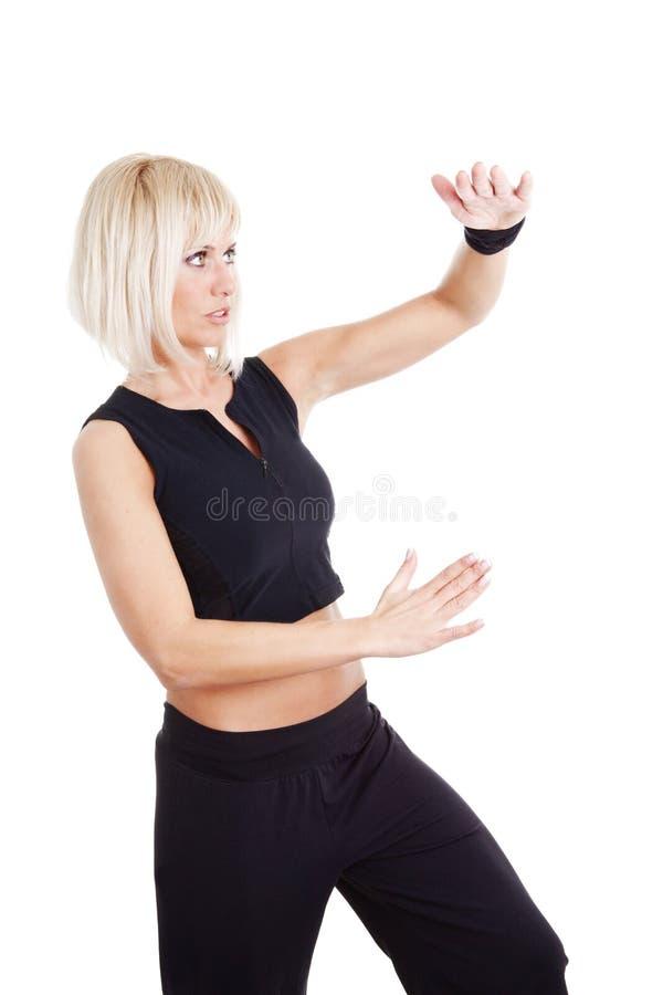 белокурая пригодность над женщиной тренировки белой стоковые изображения rf