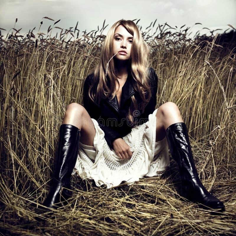 белокурая пшеница девушки