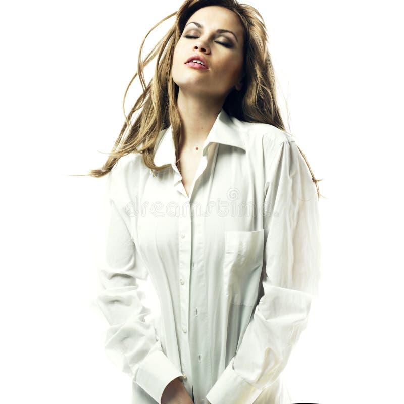 белокурая рубашка человека s чувственная стоковое изображение rf