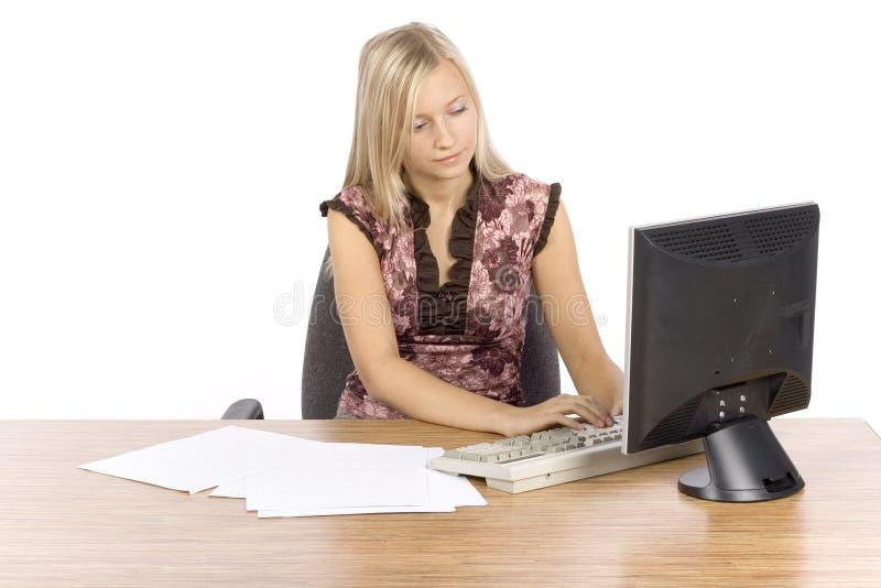 белокурые детеныши женщины офиса стоковые изображения