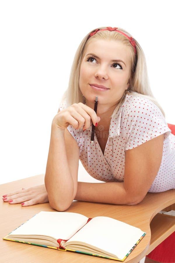 белокурые детеныши женщины тетради стоковые фотографии rf