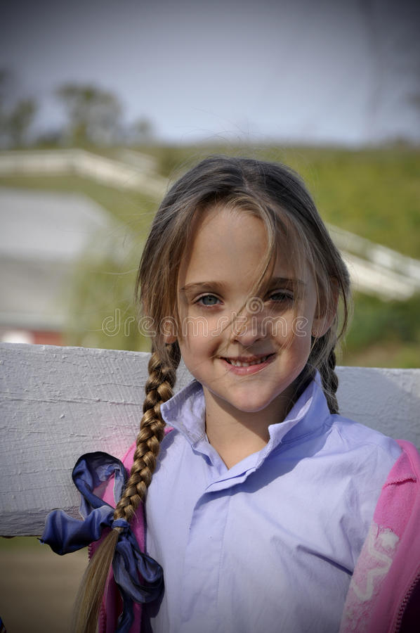 белокурые оплеток девушки волос детеныши длиной стоковое фото rf