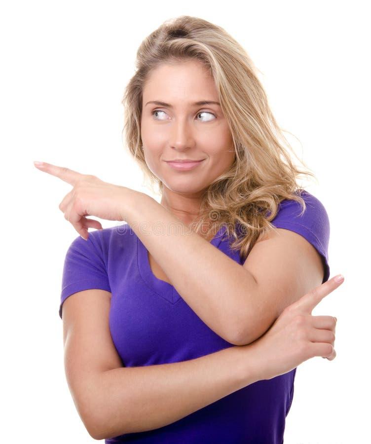 белокурый жест делает детенышей указывая женщины стоковые фото
