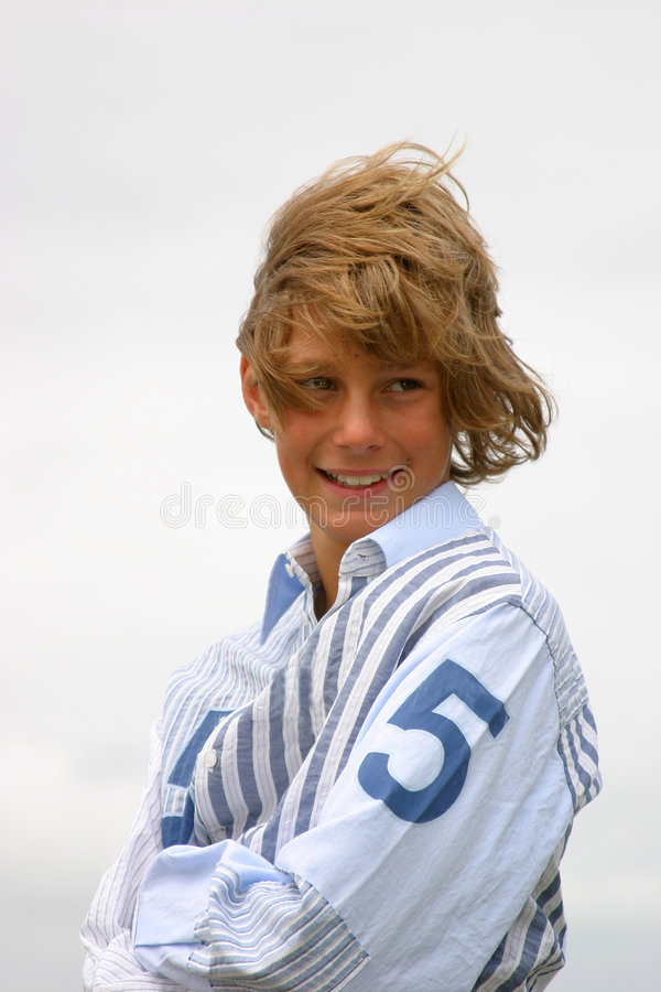 белокурый мальчик счастливый стоковая фотография rf