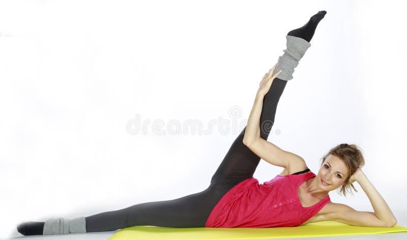 белокурый спорт девушки пригодности стоковая фотография rf