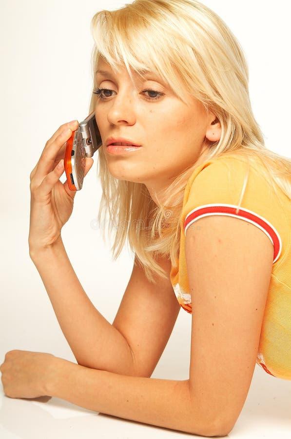 Download белокурый телефон девушки клетки Стоковое Фото - изображение насчитывающей телефон, счастливо: 488442
