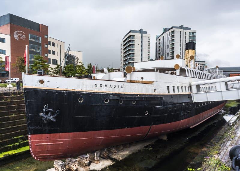 БЕЛФАСТ, ИРЛАНДИЯ - 24-ОЕ АВГУСТА: Корабль SS кочевнический в квартале города титаническом стоковая фотография