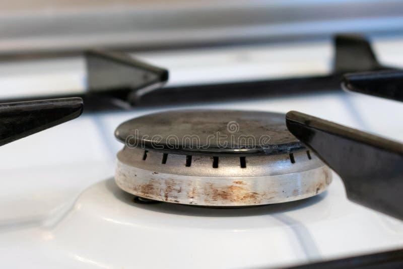 Белые горелки газовой плиты в комнате кухни Сопло газа Отсутствие пламени стоковая фотография rf