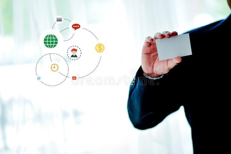 Белые держатели кредитной карточки с белым космосом и оплаченной технологией f стоковые изображения rf